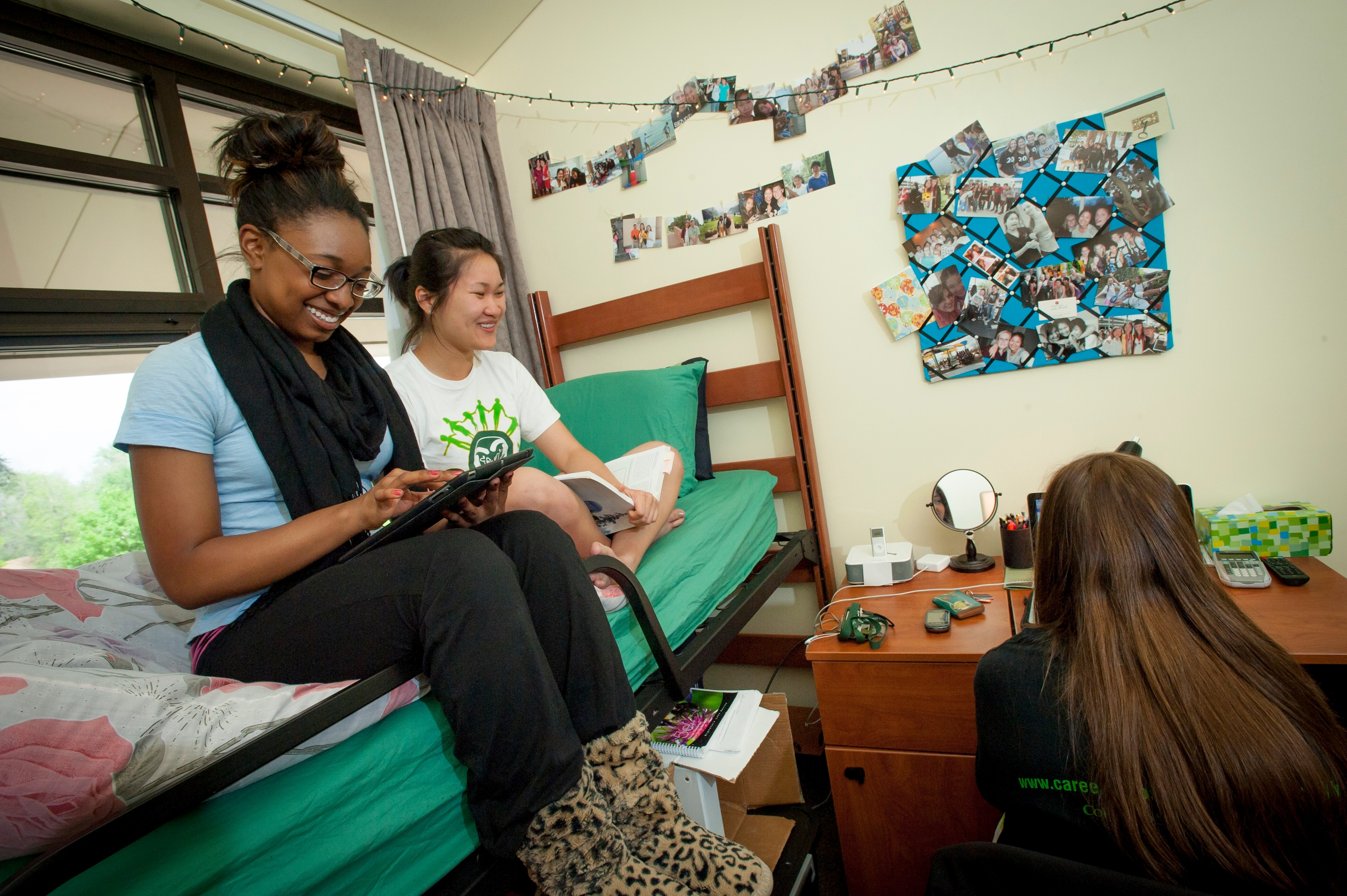 on campus vs off campus Overall, deciding the the issue of on- or off-campus living can make a big difference in your college experience don't take that decision lightly.