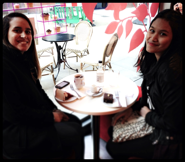 London vs Singapore. Having coffee with a new friend in London