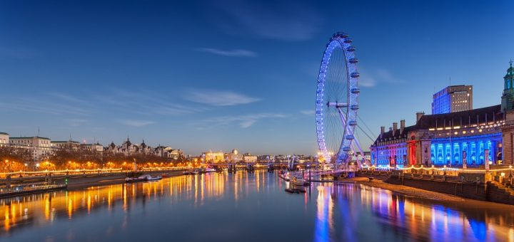 Study in London, the London Eye at dusk