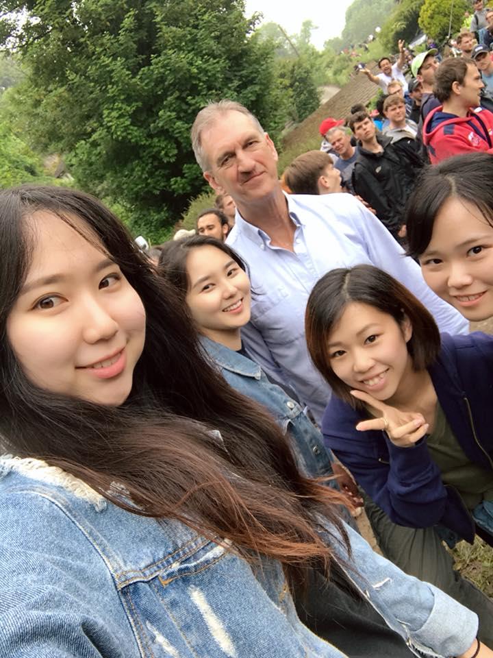 Sayaka_with_host_family_and_friends_UOG_university_accommodation