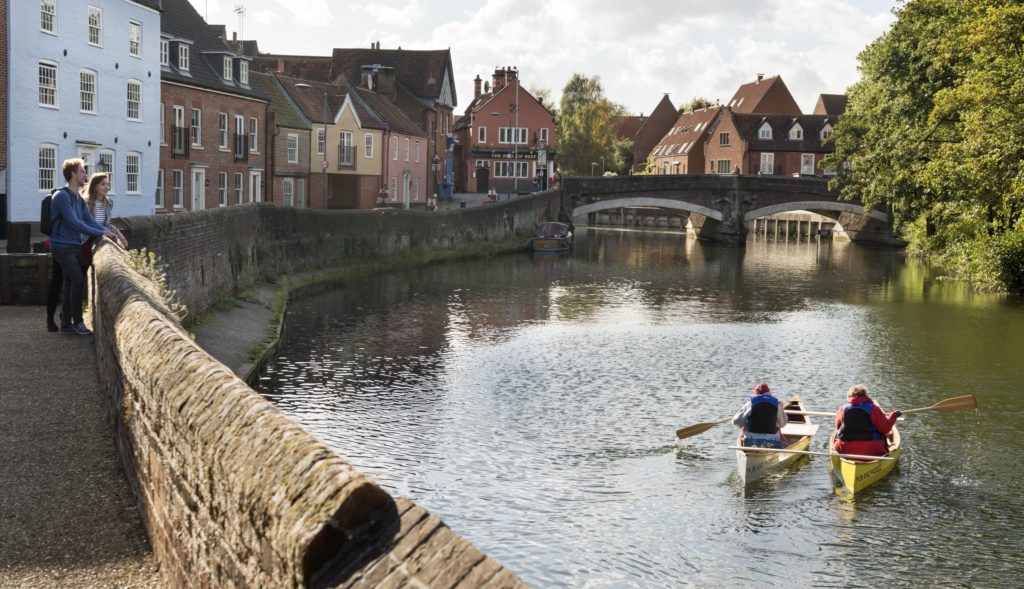 Students-by-the-river-in-Norwich-study-law