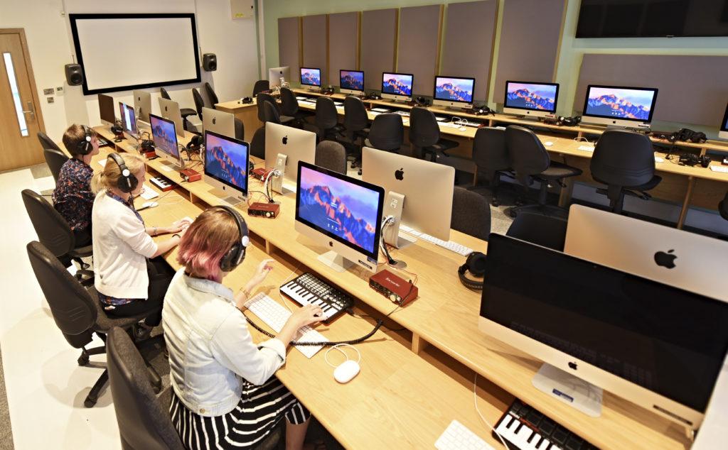 media-suite-undergraduate-degree-with-international-foundation