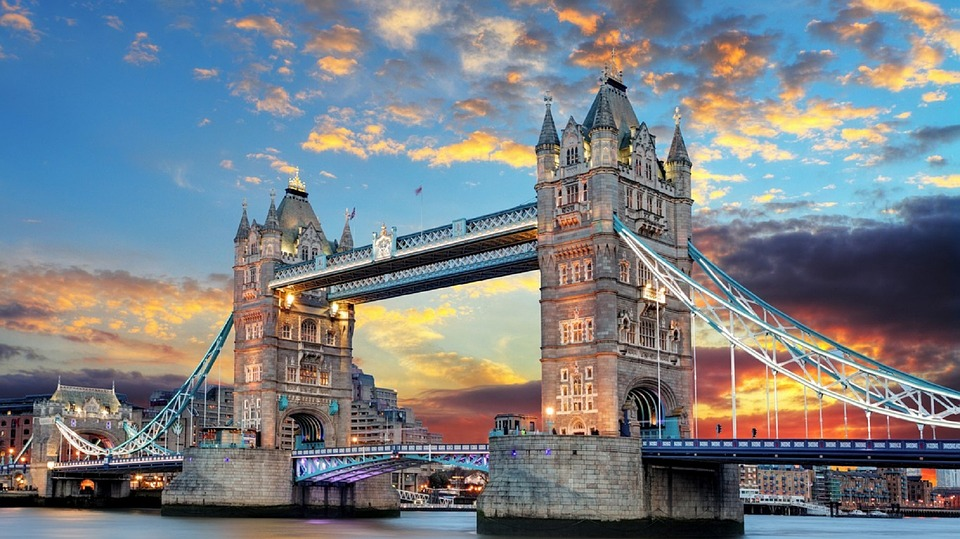 Admire the famous landmarks while studying abroad in London